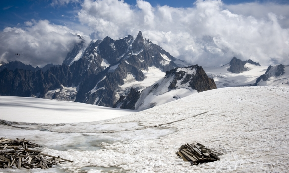 Grandes Jorasses og Geant du Géant frá upphafi Cosmiques ridge.