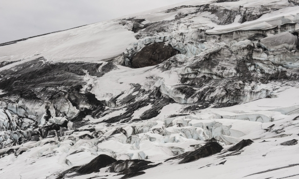 Ofanverður Gígjökull er skemmtilega óhugnalegur.