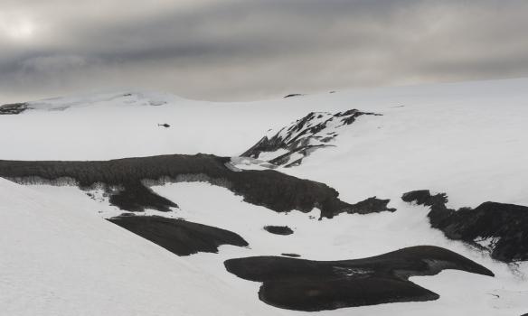 Þyrlan heilsar uppá okkur í annað skiptið þennan dag.