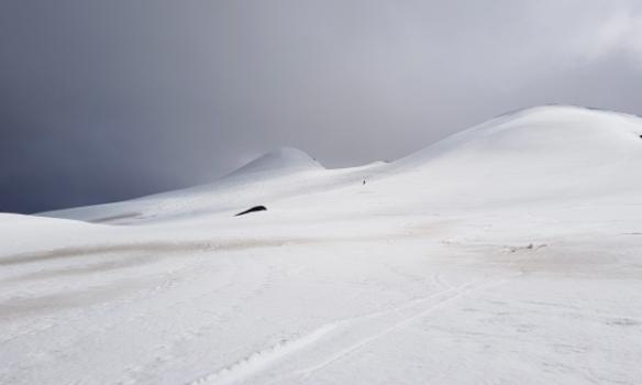 Gummi að skíða, Snækollur í baksýn