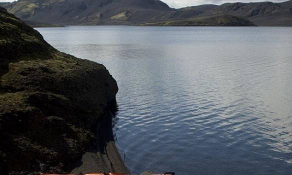 Það leyndust nokkrir mjög rýrir snjóskaflar þarna við vatnið.