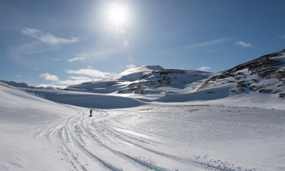 Þarna erum við komin að veginum við Frostastaðaháls