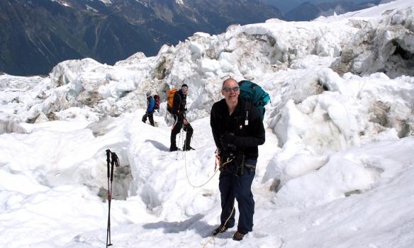 Að fara yfir ísfallið í Bossons glacier.
