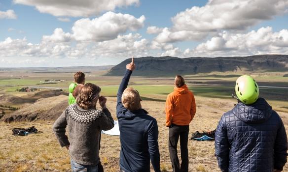 Spáð í skýin við Langholtsfjall