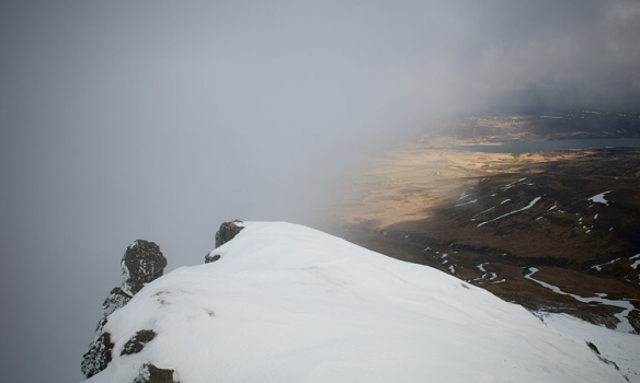 Þokan kemur yfir okkur. Í bak hægra megin sést Skorradalsvatn.