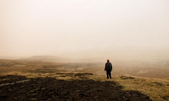 Komnir niður í mýri á leið í bílinn.