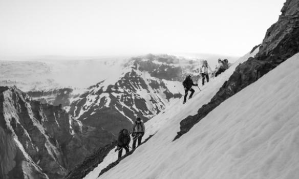 Hliðrað framhjá klett