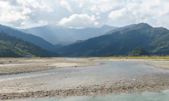 Gekk eftir dalnum til Pokhara