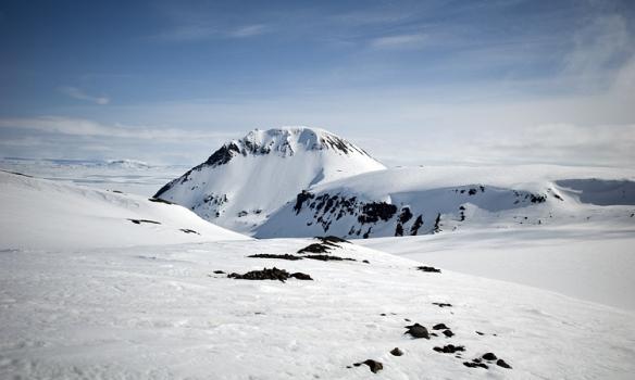 Hér er Arnarfell hið mikla og aðeins sést í Rótarjökulinn sem eins og flest annað þarna var þakið snjó.