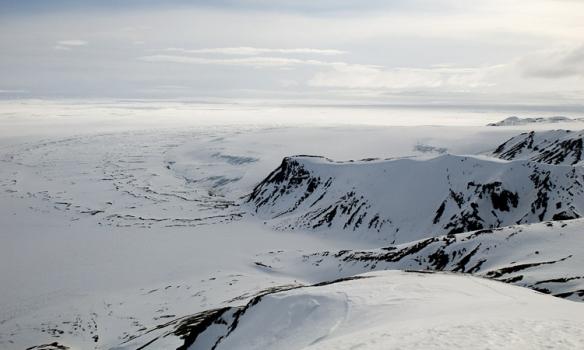 Hér er horft í suður frá Arnarfelli, og þarna sést vel hve mikið Múlajökullinn hefur rýrnað.