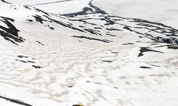 Þórhallur að ganga upp Lyngbrekkutind (1200m).
