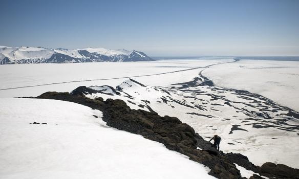 Þarna sést í Esjufjallaröndina á Breiðamerkurjökli og neðst sést aðeins í Jökulsárlón.