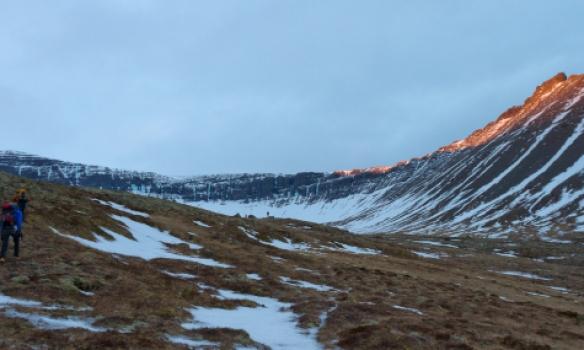 Gengið inn í Eyrardal Dýrafirði.