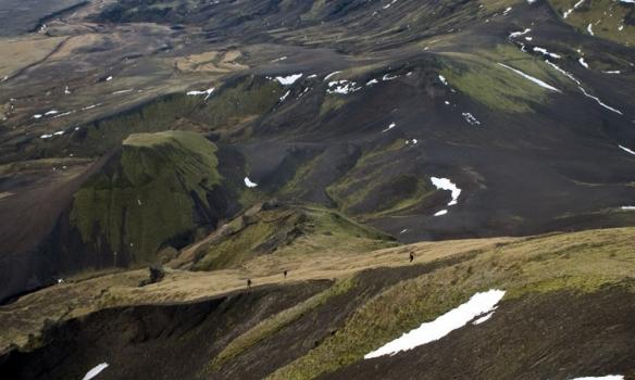 Gengið upp hlíðarnar, flottur slétti kollurinn á hólnum þarna fyrir neðan.