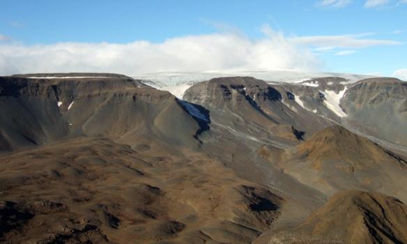 Hér er svo suðurhlið Þórisjökuls. Ég hef ekki nafnið á skriðjöklinum þarna í miðjunni.