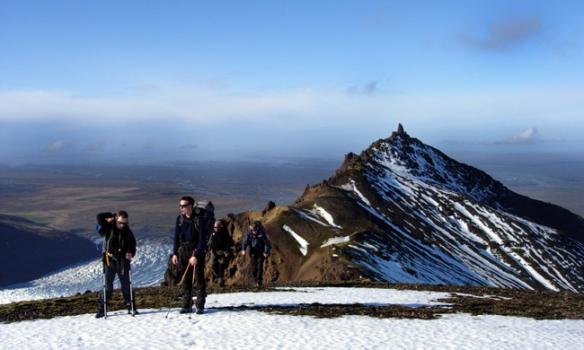 Addi og Óðinn komnir upp Hafrafellið.