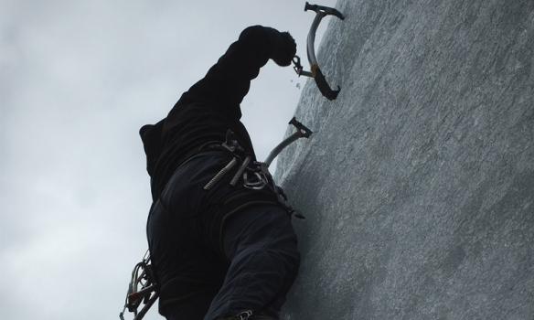Frá sama stað nokkrum helgum áður þegar við Addi vorum bara hérna tveir... þá leiddi hann upp veggstubbinn þarna..