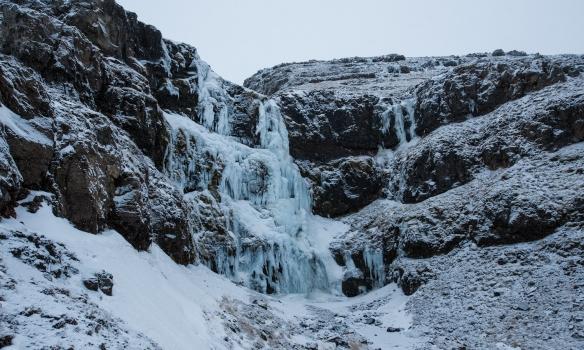 Við klifruðum miðjukertið og þunnu lænuna þarna hægra megin.