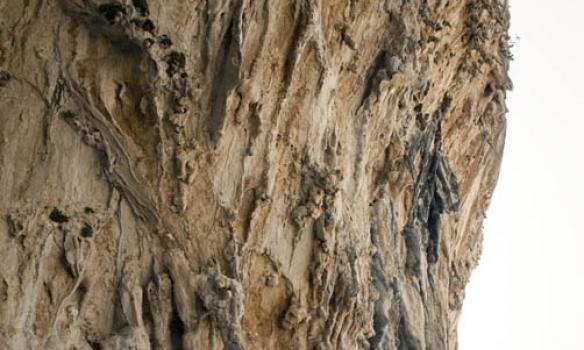 Ekkert smá flott hvernig steinninn er þarna, svona dropar sem koma útúr klettinum og eru vel traustir.