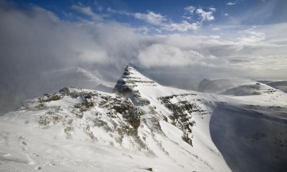 Hér er frekar lítið eftir uppá topp. Tindurinn þarna er sennilegast svona 50-100m lægri en Lambi.