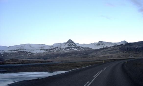 Hér erum við á leiðinni út Borgarfjörðinn og Skessuhornið blasir við.