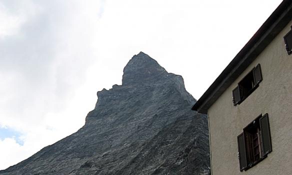 Hérna erum við á pallinum á Hörnli hut.