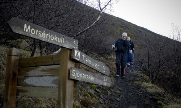 Að koma niður af hálsinum og á leið inní Morsárdal.