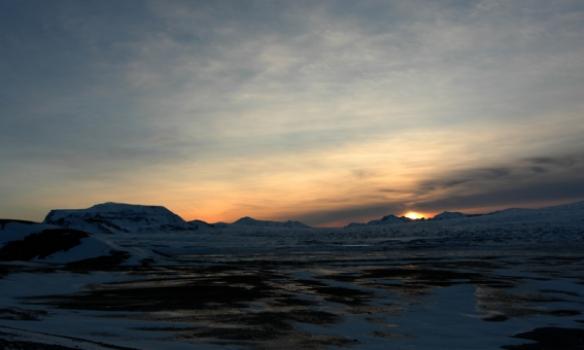 Hérna sést í Hlöðufell til vinstri.