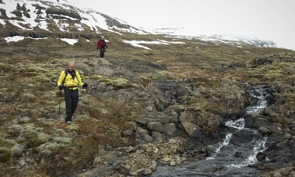 Hér erum við svo að verða komnir niður, dáldið mikið þoka að slæðast kringum tindana.