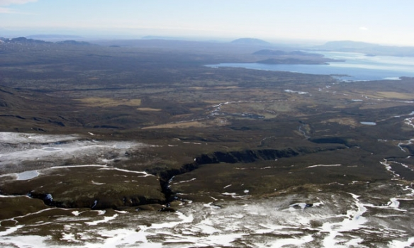 Austur af Þingvallavatni.