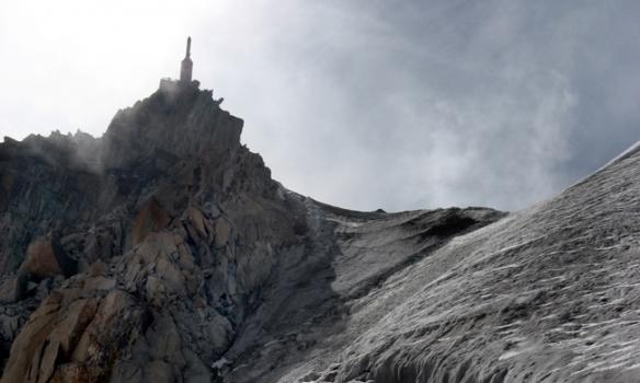 Alveg að komast uppað Aiguille du Midi... flottar sprungur sem opnast þarna á sumrin!