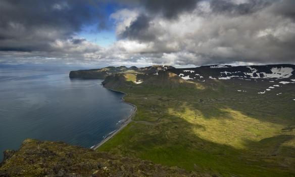 Horft yfir Hlöðuvík frá Álfsfelli.