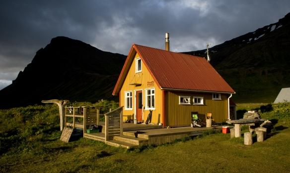 Búðabær í Hlöðuvík. Fallegt hús á mögnuðum stað.