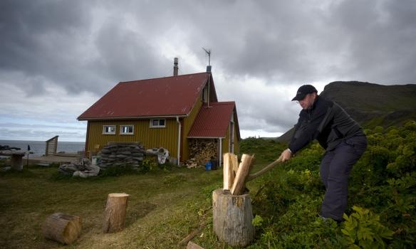 Ólafur Eyþór heggur í eldinn við Búðabæ.