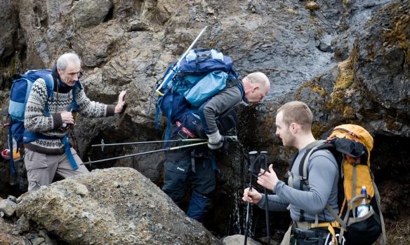Þessi fíni vatnsbrunnur var kærkominn heimsóknarstaður í brekkunni.