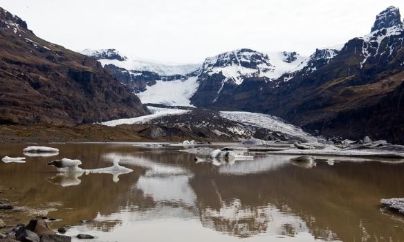 Morsárlón og Morsárjökull. Skarðatindur er þarna efst til hægri.