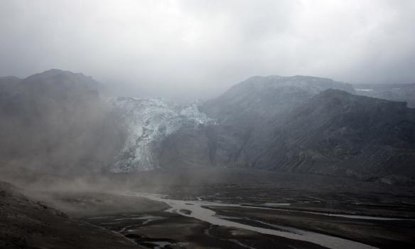 Gamli góði Gígjökull, lónið sem var 80m djúpt er nú horfið og eftir stendur aurbrekka.